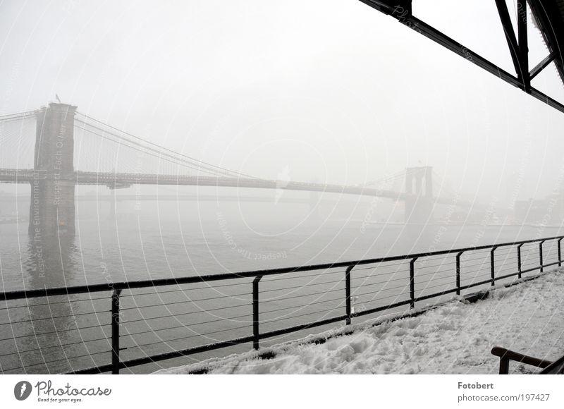 Nebelbrücke Menschenleer Brücke Bauwerk Architektur Sehenswürdigkeit Wahrzeichen Brooklyn Bridge Bekanntheit historisch New York City Gedeckte Farben