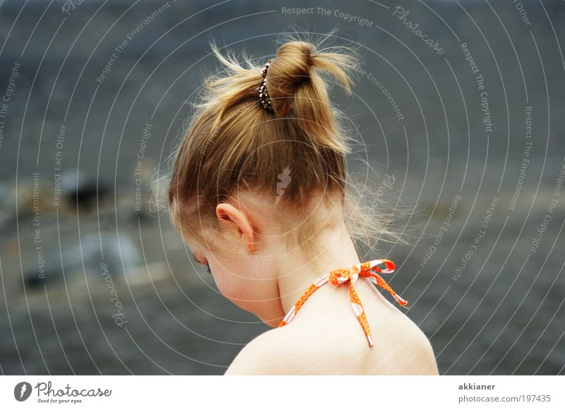 Meine Große Kind Natur Jugendliche Mädchen Strand Gesicht Umwelt Kopf Wärme Haare & Frisuren Küste Denken träumen Kindheit Rücken Haut