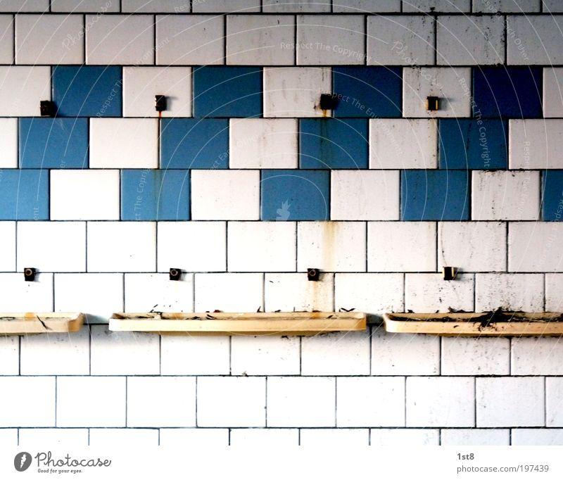 desolator spezial II alt blau weiß Haus Wand Architektur Gebäude Mauer dreckig warten trist Schwimmbad Bad Sauberkeit Bauwerk Fabrik