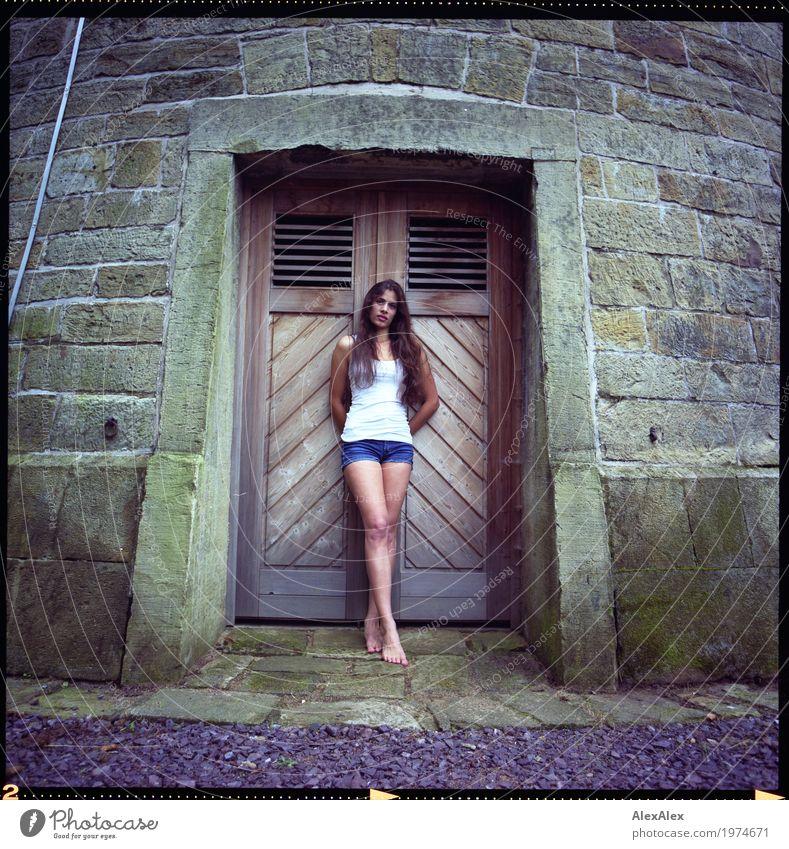 davor Jugendliche Junge Frau schön Landschaft Erotik 18-30 Jahre Erwachsene Lifestyle Beine feminin außergewöhnlich Stein Körper ästhetisch beobachten Turm