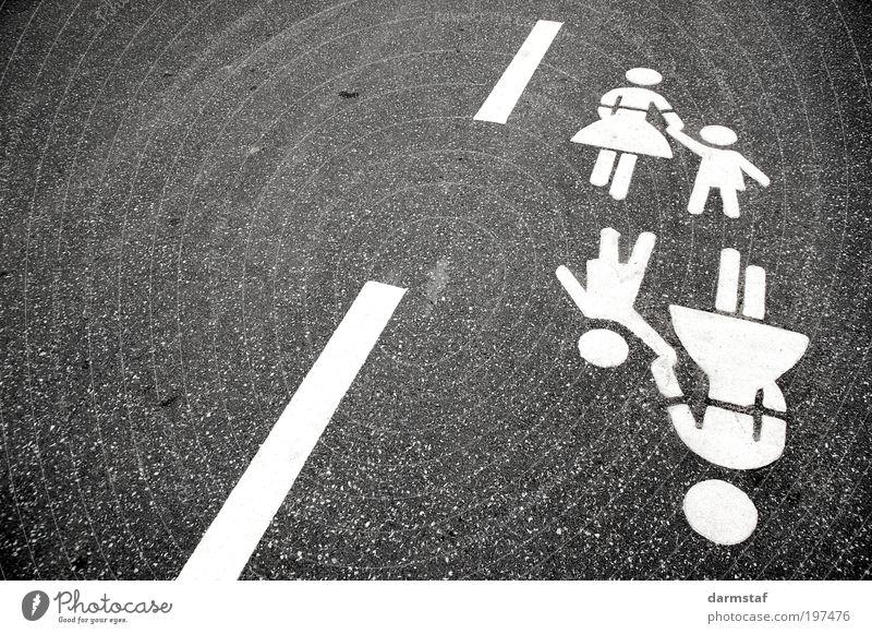 Helfende Hand Kind Mutter Erwachsene Verkehr Verkehrswege Personenverkehr Fußgänger Straße gehen lernen Vogelperspektive Tag