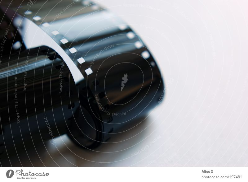 ausgefilmt Freizeit & Hobby kaputt Filmindustrie Fotografie Fotografieren Fototechnik Fotolabor entwickeln Farbfoto Gedeckte Farben Innenaufnahme Studioaufnahme
