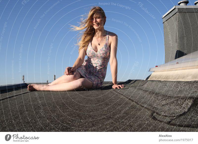 Denise Jugendliche Junge Frau Stadt schön Landschaft Freude Ferne 18-30 Jahre Gesicht Erwachsene Lifestyle Beine feminin Stil blond ästhetisch