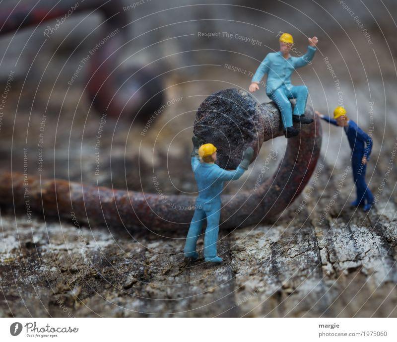 Miniwelten - Geradebiegen II Arbeit & Erwerbstätigkeit Beruf Handwerker Arbeitsplatz Baustelle Dienstleistungsgewerbe Team Werkzeug Technik & Technologie Mensch