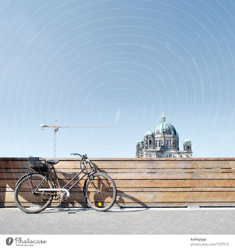 fahrradfahren ist eine religion für sich Himmel Ferien & Urlaub & Reisen Straße Berlin Holz Fahrrad Religion & Glaube Verkehr Ausflug Kirche Tourismus Baustelle