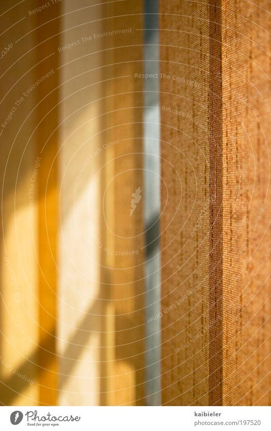 Der Tag bleibt draußen I rot gelb dunkel Fenster hell Wohnung ästhetisch Dekoration & Verzierung Häusliches Leben Idylle Innenarchitektur verstecken Vorhang