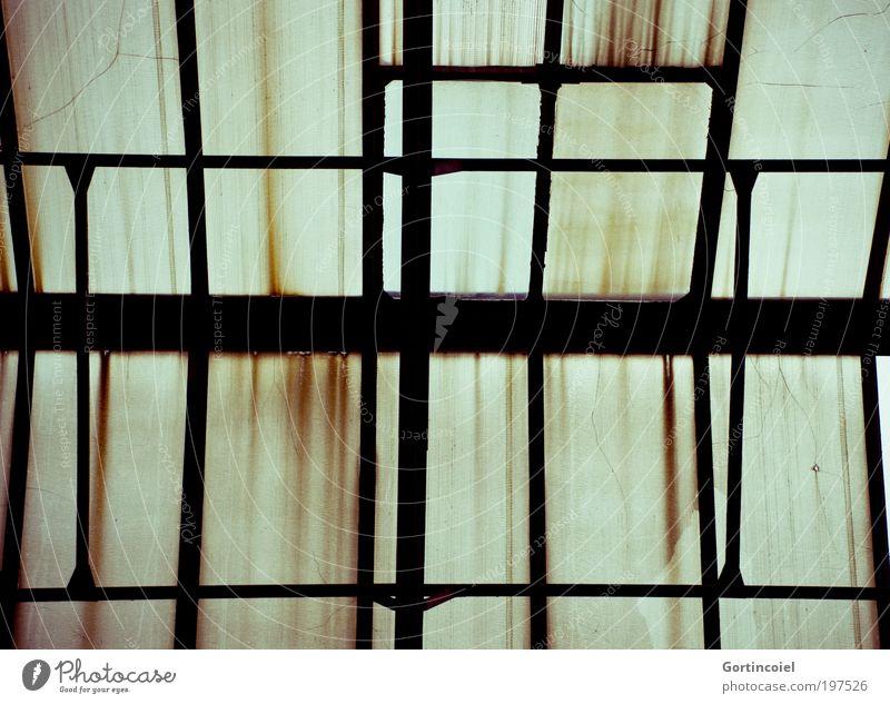 Konstruktion [LUsertreffen 04|10] alt Gebäude dreckig Architektur Fabrik Dach kaputt Vergänglichkeit Streifen verfallen Verfall Rost Bauwerk Ruine Geometrie