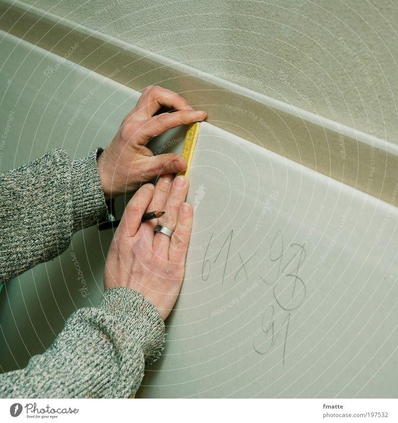 messen Hand Haus Arbeit & Erwerbstätigkeit Wohnung Baustelle Ziffern & Zahlen Handwerk Handwerker Renovieren Bleistift Messinstrument kompetent Hausbau