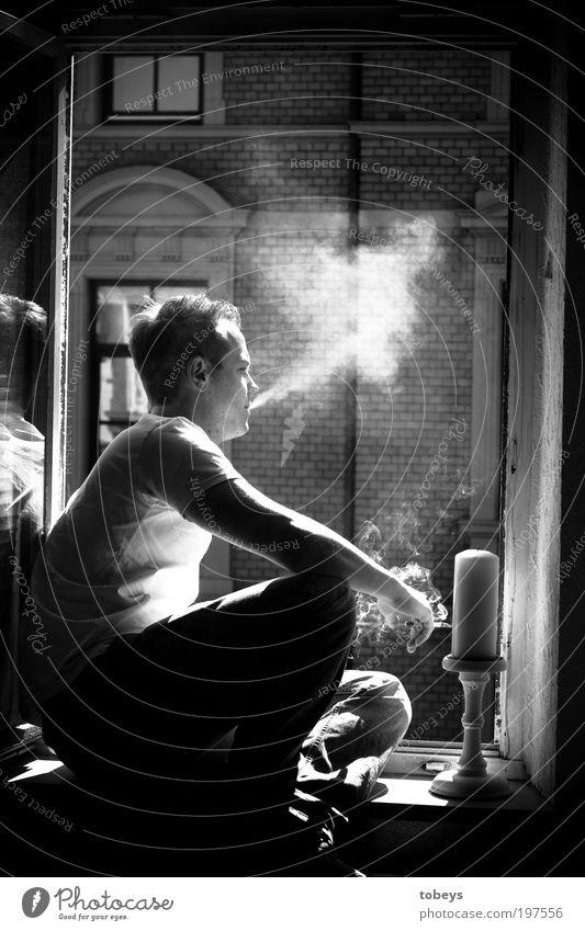 Paris Jugendliche Sonne Sommer Erwachsene Erholung Fenster Gefühle Freiheit Wärme Glück Stil Denken Zufriedenheit Wohnung sitzen maskulin