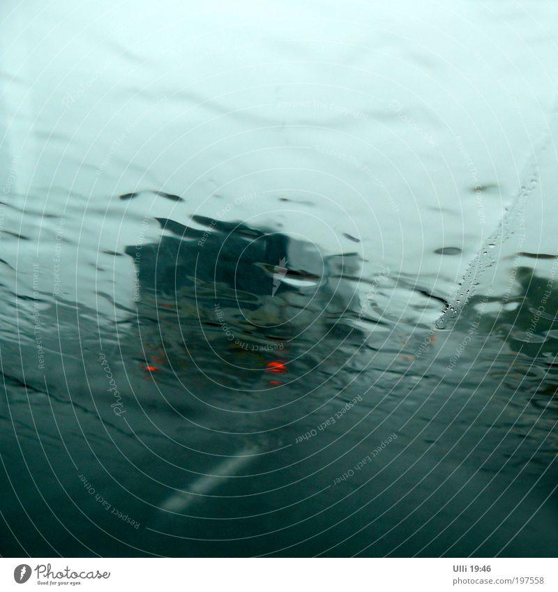 Urlaubswetter Sardinien......... grün rot Ferien & Urlaub & Reisen dunkel kalt grau PKW Regen Ausflug Wassertropfen bedrohlich Urelemente fahren Konzentration Unwetter Autobahn