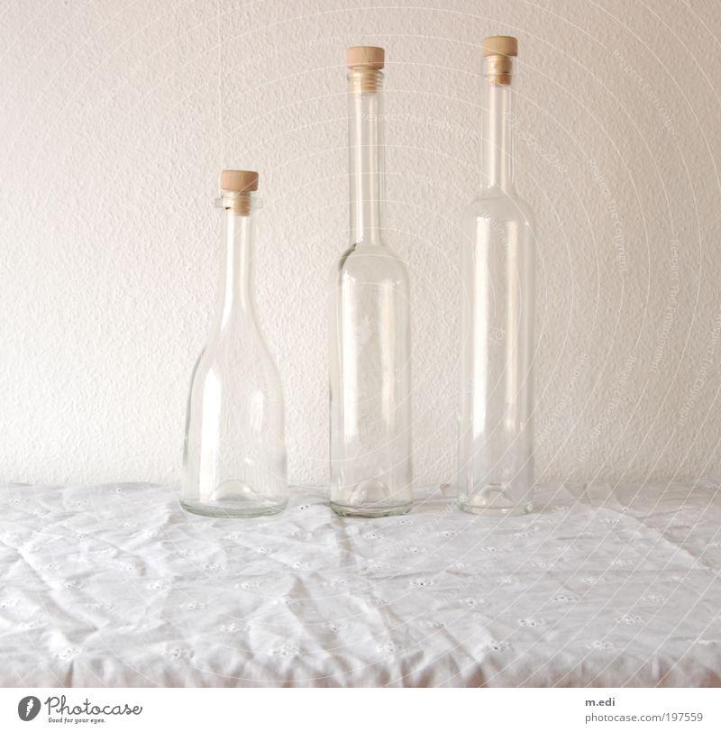 flaschen Glas Verpackung Flasche Flaschenhals stehen fest Farbfoto Innenaufnahme Tag Zentralperspektive