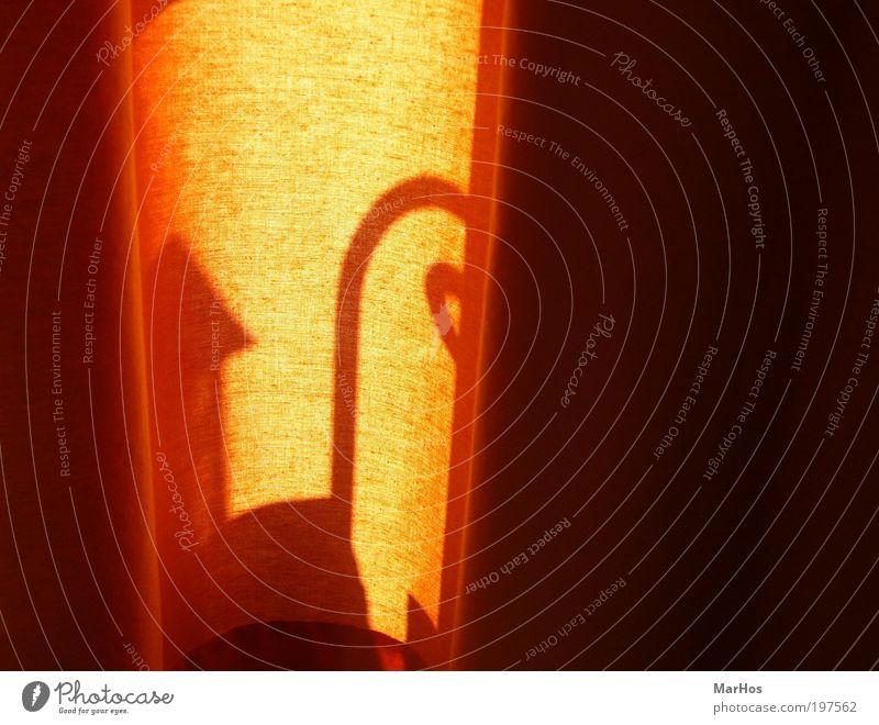 Licht, Schatten und Stoff ruhig gelb dunkel Wärme hell Stimmung orange Design ästhetisch Dekoration & Verzierung Schutz Warmherzigkeit Stoff leuchten Kunststoff Vorhang