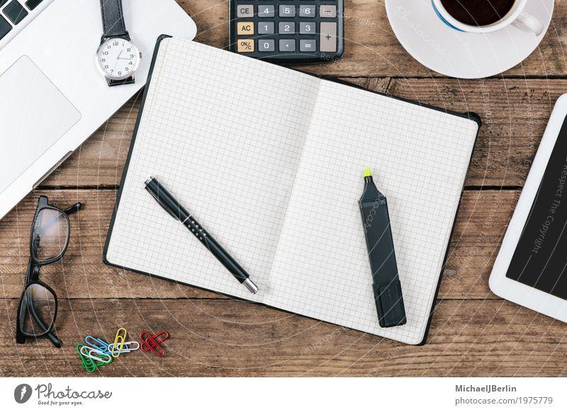 Schreibtisch mit offenem Notizblock, Textfreiraum Business Arbeit & Erwerbstätigkeit Büro Uhr Platz Computer lernen Papier Information Kaffee Symbole & Metaphern schreiben Schreibtisch Schreibstift Arbeitsplatz online