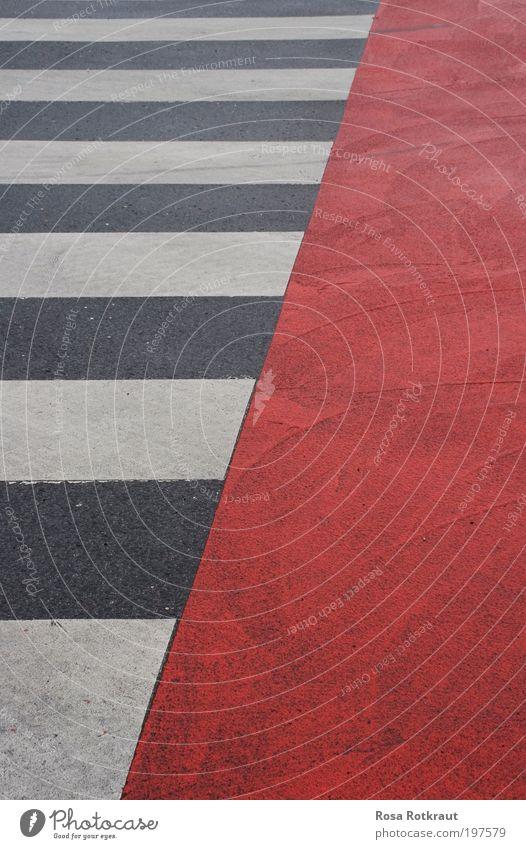 diagonal Straße Straßenkreuzung Wegkreuzung Beton Schilder & Markierungen Linie Streifen ästhetisch eckig einfach Stadt grau rot weiß Zufriedenheit Design Farbe