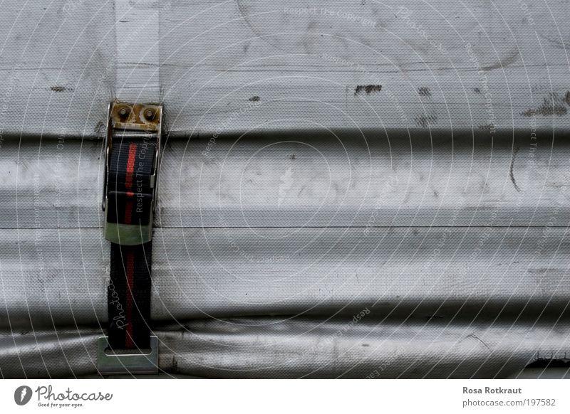 vergurtet Design Güterverkehr & Logistik Lastwagen Anhänger gebrauchen Coolness dreckig modern rot schwarz silber Abdeckung Farbfoto Außenaufnahme Tag Schatten