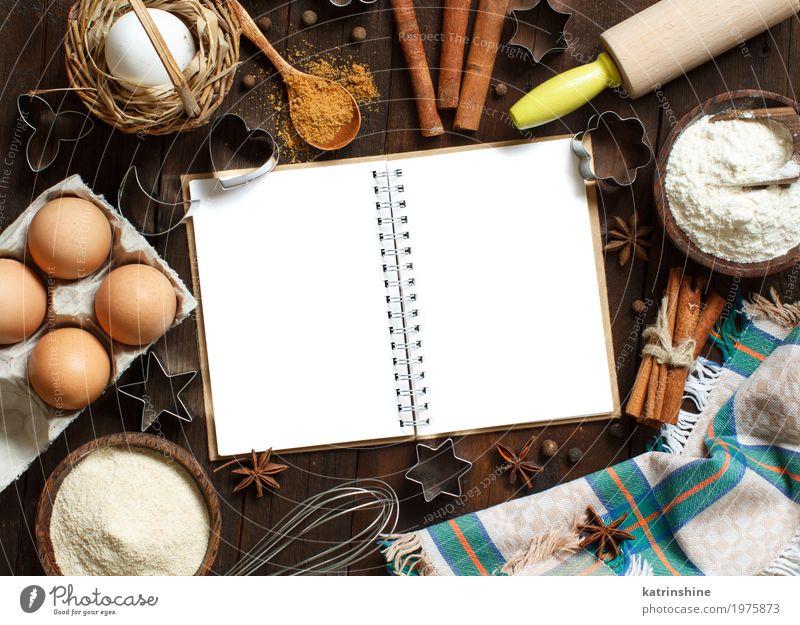 Leeres kochendes Buch, Bestandteile und Draufsicht der Utensilien weiß Holz Lebensmittel braun frisch Tisch Papier Kräuter & Gewürze Küche Getreide Dessert Brot