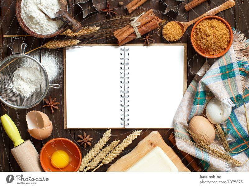 Leeres kochendes Buch, Bestandteile und Draufsicht der Utensilien weiß Holz braun frisch Tisch Papier Kräuter & Gewürze Küche Getreide Dessert Brot Ei