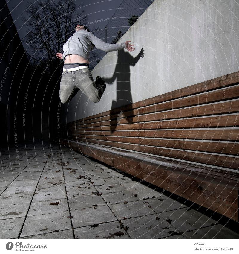 auf geht´s Mensch Jugendliche Blatt Erwachsene dunkel Architektur Bewegung Holz grau springen Kraft fliegen maskulin Platz modern ästhetisch