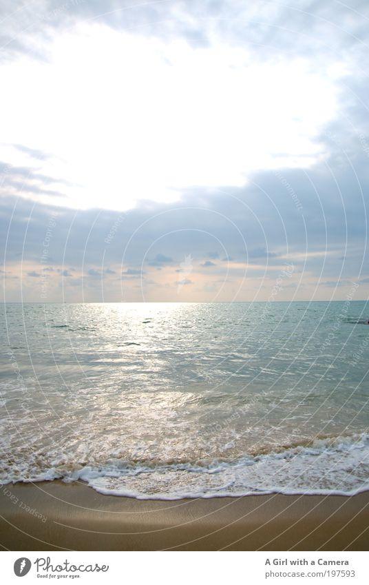 Thai Beach light Sand Wasser Himmel Wolken Horizont Sonne Sommer Schönes Wetter Wärme Wellen Küste Meer Strand Strandspaziergang Strandleben exotisch frei