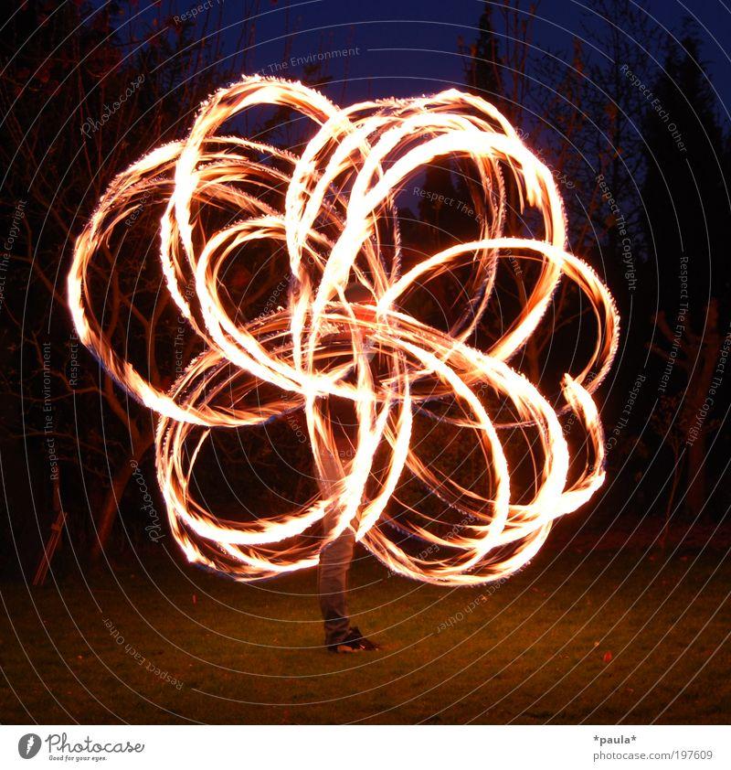 Feuerblume Freizeit & Hobby 1 Mensch Kunst Urelemente Zeichen Bewegung leuchten ästhetisch außergewöhnlich dunkel groß heiß Geschwindigkeit Lebensfreude Erfolg