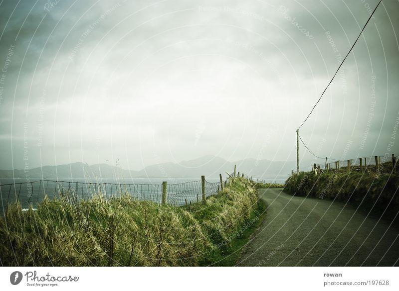 unterwegs in Irland Umwelt Natur Landschaft Wolken Gewitterwolken Wetter Wind Nebel Regen Sträucher Berge u. Gebirge Küste Meer Ferien & Urlaub & Reisen Straße