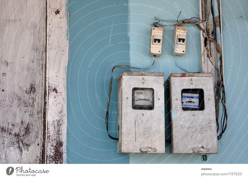 Energiezentrale Ferien & Urlaub & Reisen Haus Fassade Energiewirtschaft Armut Elektrizität Kabel Technik & Technologie Dorf skurril Verfall Kuba Messinstrument