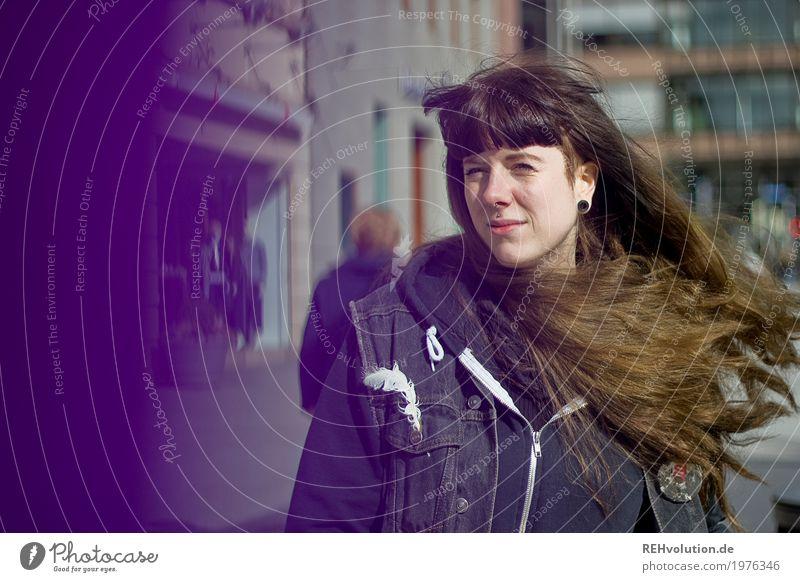 Carina | City Lifestyle kaufen Stil Freizeit & Hobby Mensch feminin Junge Frau Jugendliche Erwachsene 1 18-30 Jahre Kleinstadt Stadt Stadtzentrum Fußgängerzone
