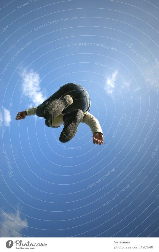 Jump! Mensch Himmel Sonne Sommer Freude Wolken Ferne Spielen oben Freiheit Bewegung springen Fuß Körper Schuhe hoch