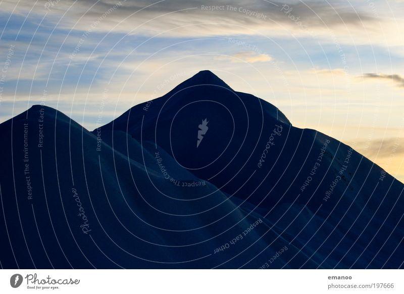 dark mountain Ferien & Urlaub & Reisen blau Landschaft Winter Berge u. Gebirge Schnee Freiheit ästhetisch hoch Klima Gipfel Hügel Alpen Schneebedeckte Gipfel
