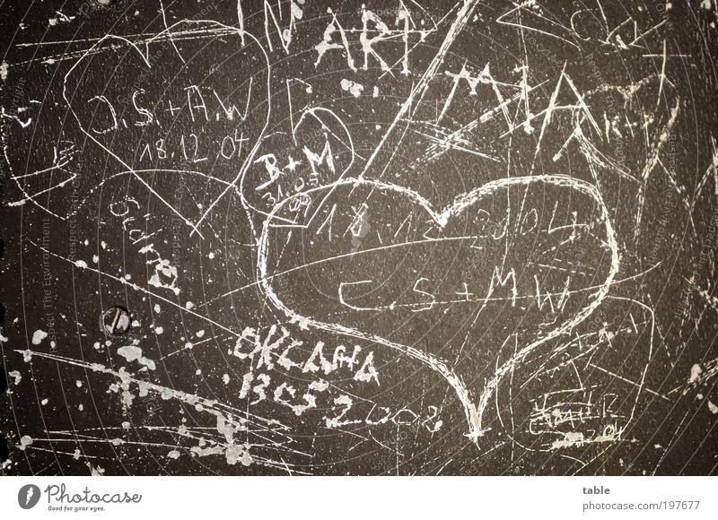 lovin` you . . . Freude Mauer Wand Fassade Tür Metall Zeichen Schriftzeichen Ziffern & Zahlen Herz Graffiti Liebe schreiben einzigartig braun Gefühle Glück