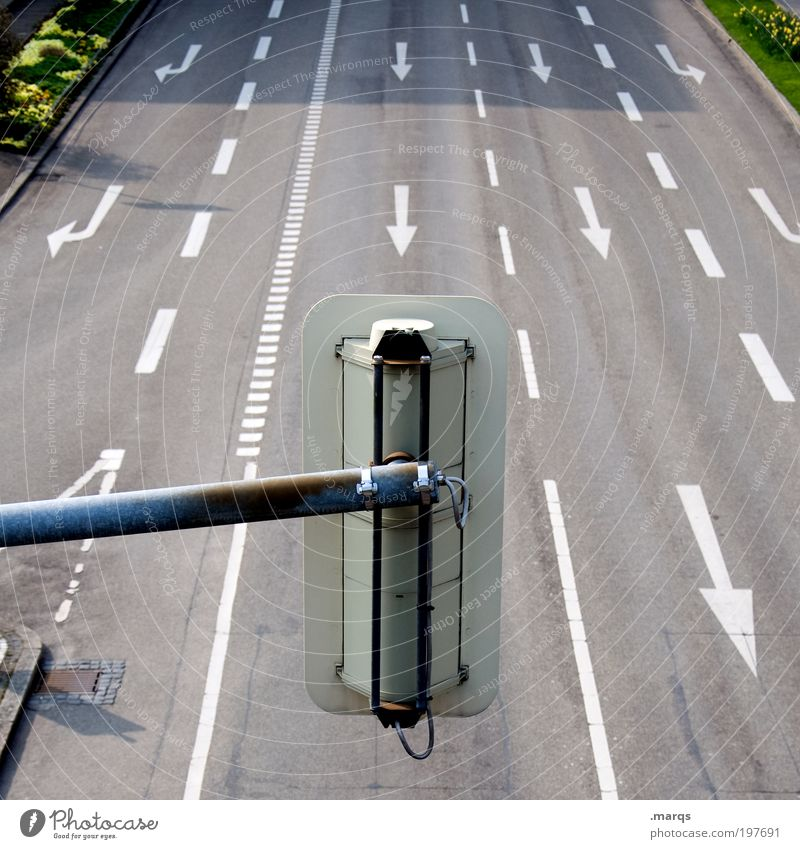 Ampel Ferien & Urlaub & Reisen Straße Wege & Pfade Linie Schilder & Markierungen Ausflug Verkehr leer fahren Ziel Zeichen Pfeil Verkehrswege Mobilität Autofahren Verkehrszeichen