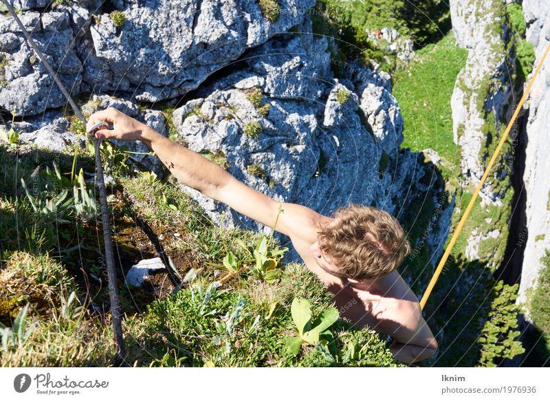 Kletterlust Junger Mann Jugendliche 1 Mensch 18-30 Jahre Erwachsene Sport Klettern Bergsteiger Sicherung carabiner Berge u. Gebirge Felsen Natur sportlich