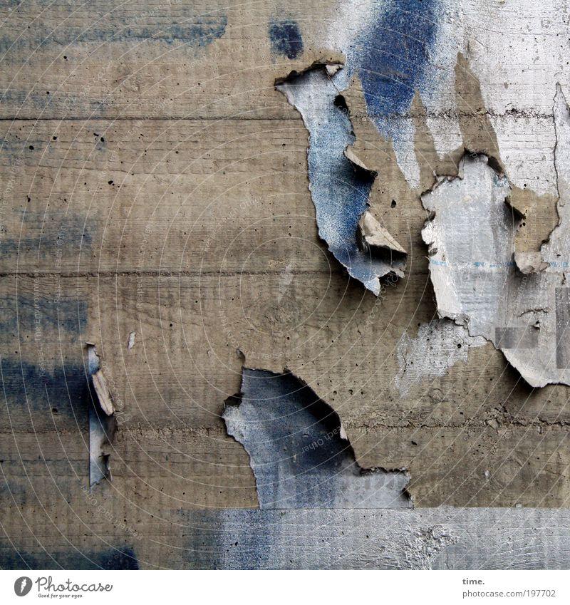 Lebenslinien #12 alt blau Wand grau dreckig Beton Papier kaputt verfallen Verfall schäbig hängen Riss Plakat Rest Zerreißen