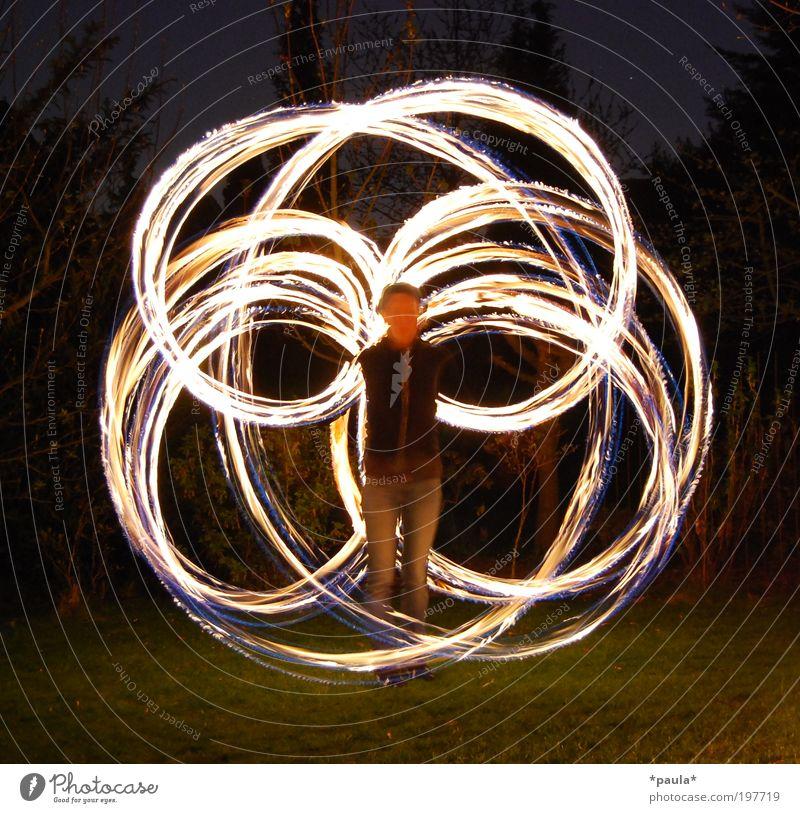 Angelwing Freude Glück Spielen 1 Mensch Kunst Künstler Urelemente Feuer Bewegung leuchten stehen ästhetisch außergewöhnlich dunkel heiß Geschwindigkeit gelb