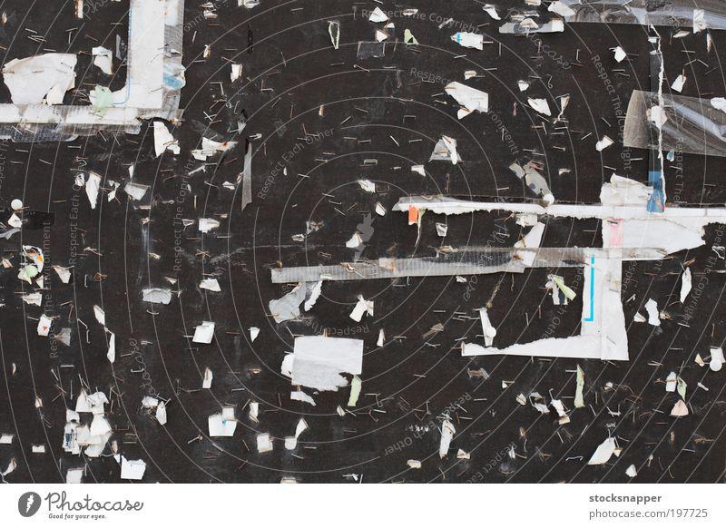 Zerrissene Poster gerissen Plakat Papier Heftklammer Wand Mauer hässlich Überreste