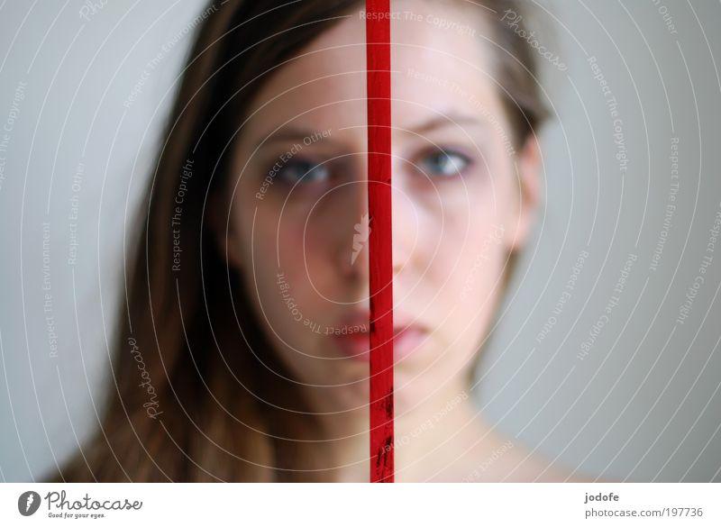 zweigeteilt feminin Junge Frau Jugendliche 1 Mensch 18-30 Jahre Erwachsene ästhetisch rot Gesicht Trennung Linie Seite Verschiedenheit Schnur Geschenkband