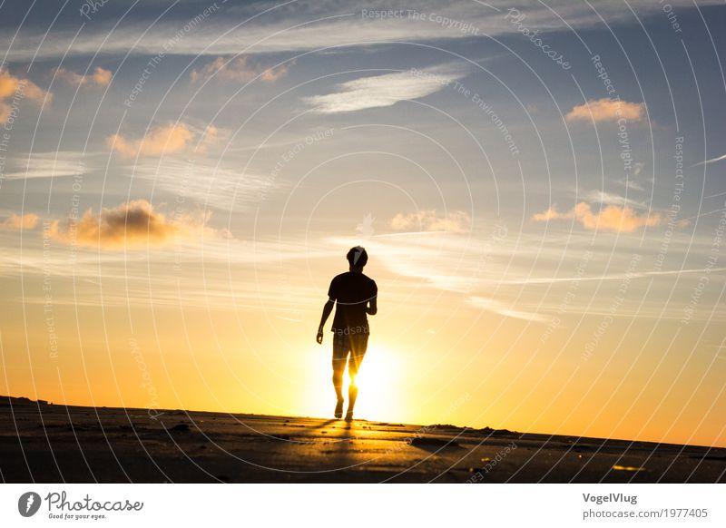Mann läuft in den Sonnenuntergang Ferien & Urlaub & Reisen Tourismus Ferne Freiheit Sommer Sommerurlaub Strand Meer Mensch maskulin Erwachsene Bruder 1