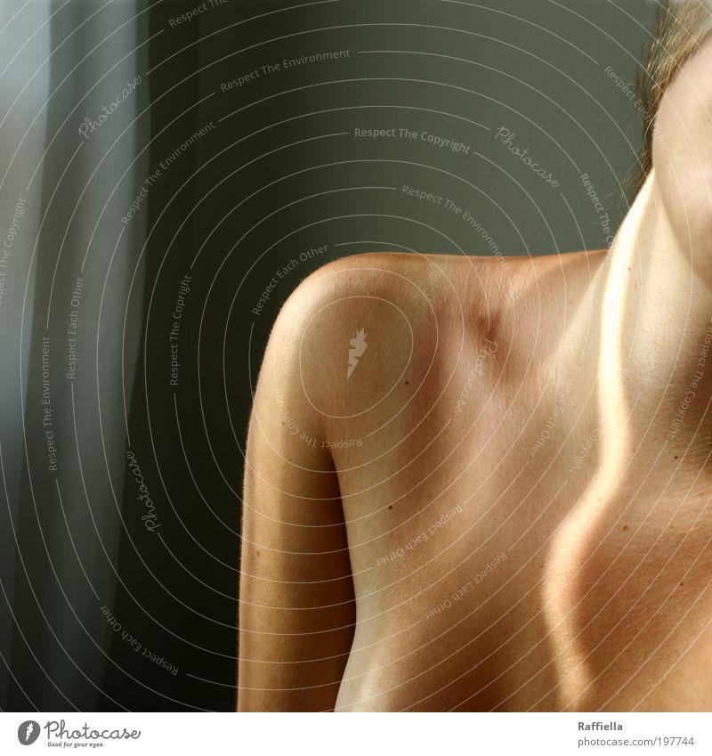 hingabe Jugendliche nackt feminin Kraft Erwachsene Arme Hoffnung Brust Vertrauen Leidenschaft Duft Sonnenbad Schulter Hals Glaube Leberfleck