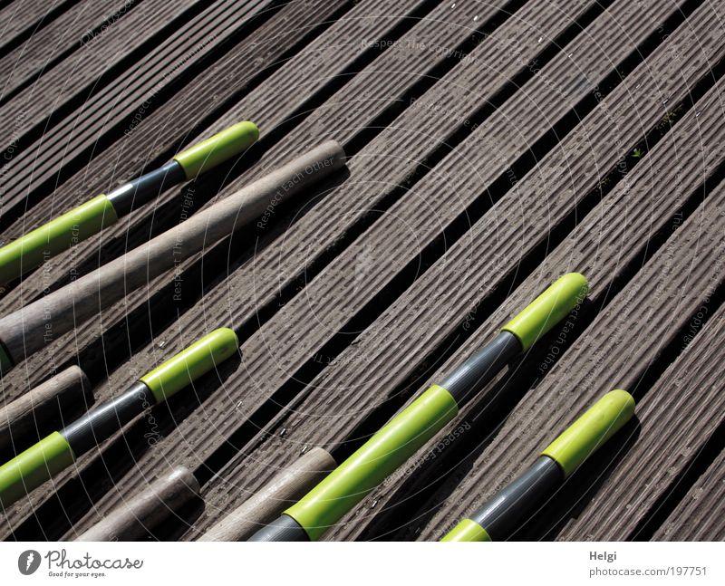 Mikado Freude schwarz gelb Holz braun Freizeit & Hobby liegen modern verrückt ästhetisch Streifen Pause Kunststoff Schönes Wetter lang Steg