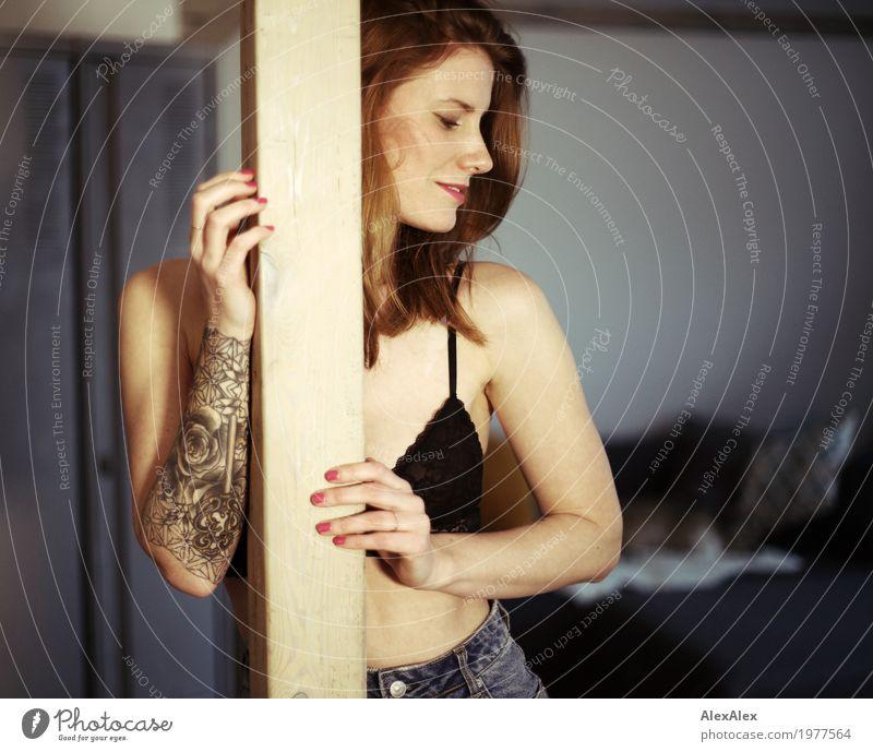 innerlich Jugendliche Junge Frau Stadt schön Erotik Freude Lifestyle feminin Stil Glück Wohnung ästhetisch Arme Fröhlichkeit Lächeln sportlich