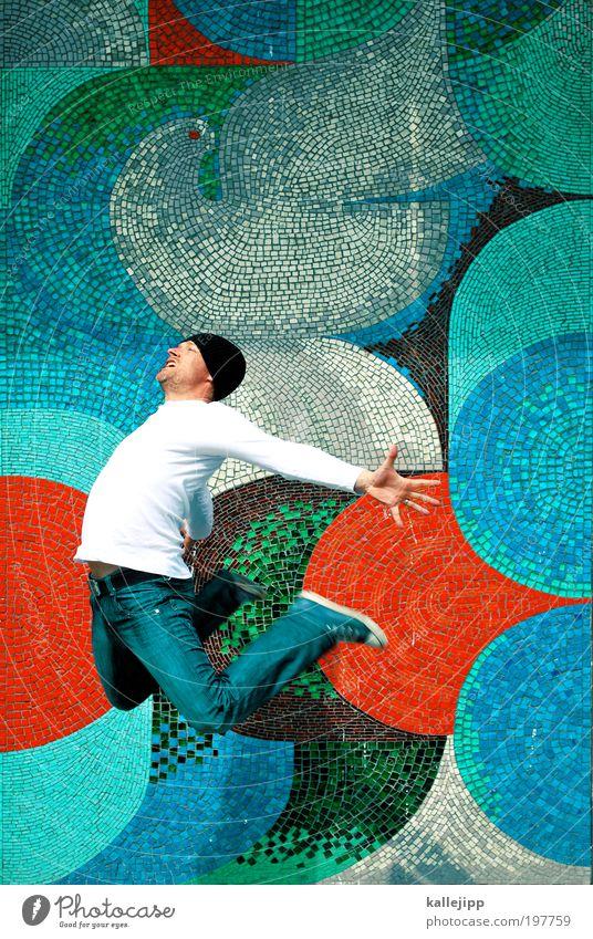 ein bisschen frieden, ein bisschen... Mensch 1 30-45 Jahre Erwachsene Tier Taube springen Frieden Friedenstaube Farbfoto Außenaufnahme Licht Schatten Kontrast