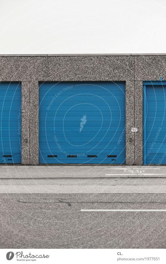 garageneinfahrt freihalten Wirtschaft Industrie Güterverkehr & Logistik Mittelstand Unternehmen Feierabend Menschenleer Industrieanlage Fabrik Tor Gebäude