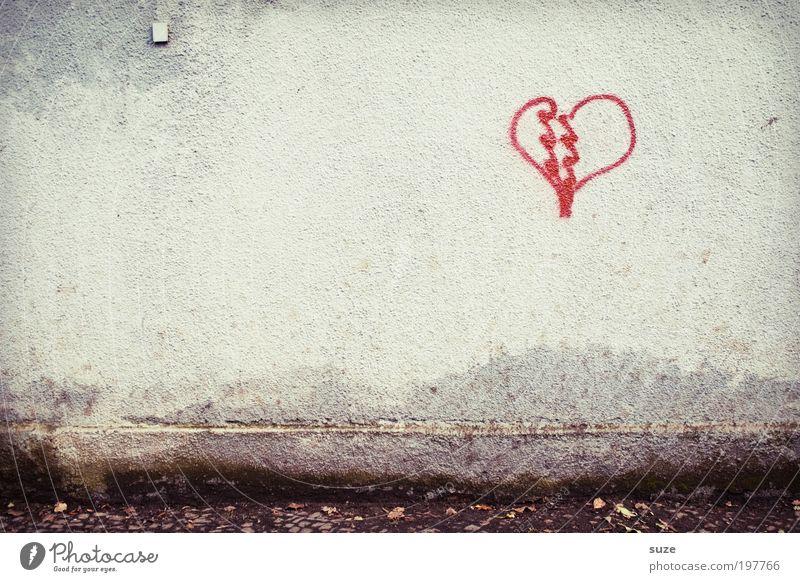Es ist was es ist ... rot Einsamkeit Liebe Graffiti Wand Gefühle Mauer Gebäude Stein Fassade Herz Romantik Zeichen Symbole & Metaphern Kitsch Ende