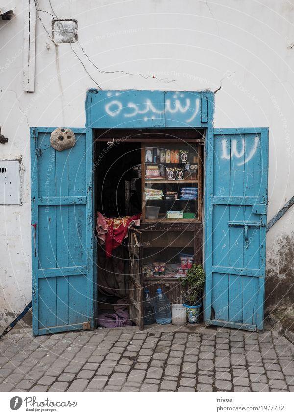 Marokko Kind Ferien & Urlaub & Reisen blau Stadt Haus Ferne Wand Wege & Pfade Mauer Lebensmittel Ausflug Tür authentisch einzigartig kaufen einfach