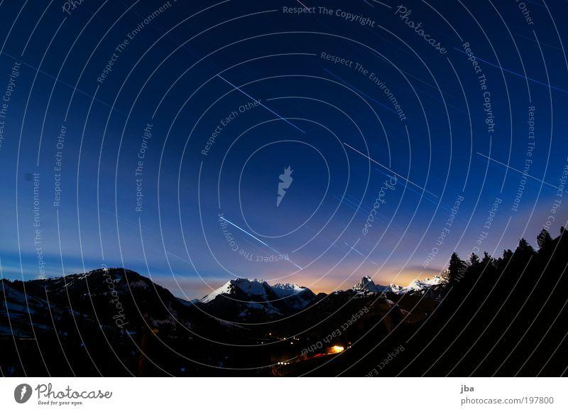Stripes in the Sky Natur alt Himmel weiß blau Winter Ferne Erholung Berge u. Gebirge Bewegung Freiheit träumen Landschaft warten Stern