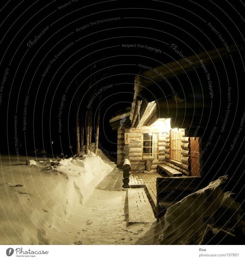 luosto X Ferien & Urlaub & Reisen Tourismus Ausflug Ferne Freiheit Winter Schnee Winterurlaub Umwelt Natur Pflanze Baum Wald Haus Hütte leuchten dunkel kalt