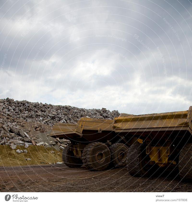 Truxs Baustelle Werkzeug Maschine Wolken schlechtes Wetter Verkehr Verkehrswege Fahrzeug Lastwagen Arbeit & Erwerbstätigkeit bauen Aggression authentisch
