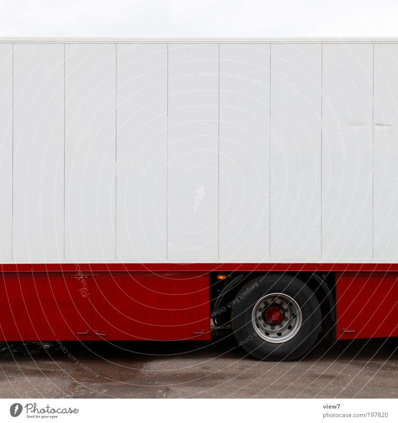 red truck Verkehr Verkehrsmittel Straße Fahrzeug Lastwagen Wohnmobil Wohnwagen Bauwagen Anhänger Metall Linie Streifen ästhetisch dünn authentisch frisch modern
