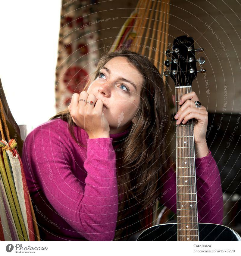 Vibration | Gitarrenseiten Mensch Jugendliche Junge Frau Freude schwarz feminin Denken braun Stimmung orange rosa Zufriedenheit Raum Musik Kreativität Beginn