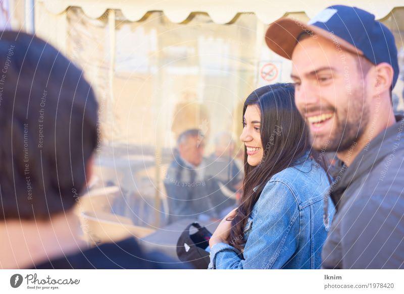 Freundschaft Junge Frau Jugendliche Junger Mann Leben 3 Mensch 13-18 Jahre 18-30 Jahre Erwachsene lachen authentisch Fröhlichkeit Gesundheit Zusammensein Glück
